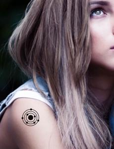 Tatouage temporaire cosmo systeme solaire 1 tatouage temporaire tutti tattoo - Tatouage systeme solaire ...